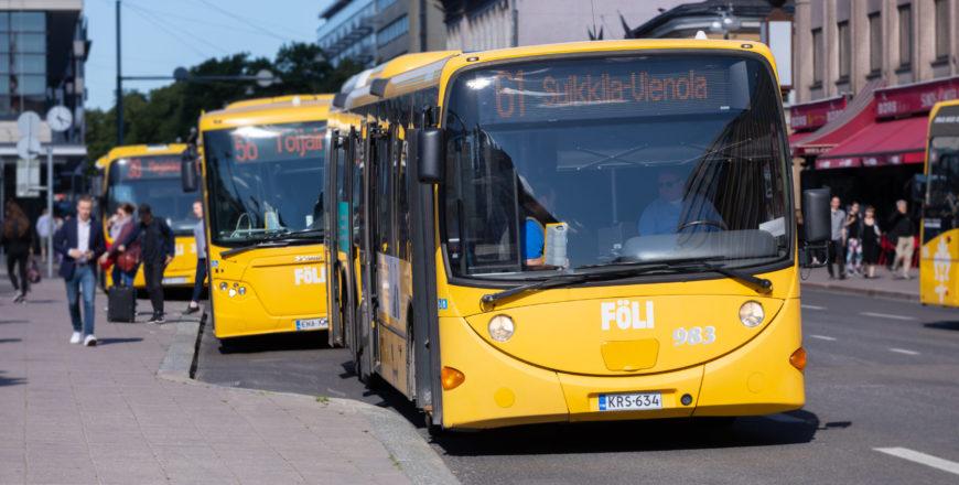 Föli-buss i Åbo centrum.