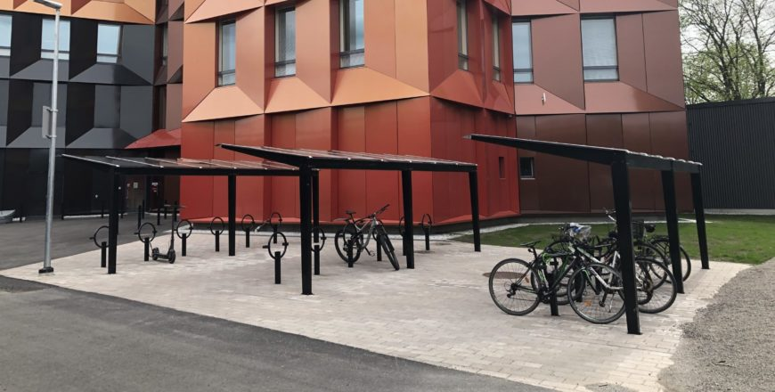cykelparkering bakom Trivium Retoriikka.
