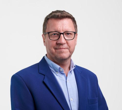 Markku Sairanen hymyilee.