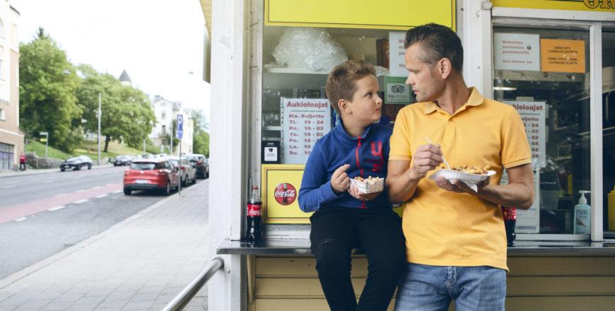Lesken-eläke kuvassa isä ja poika